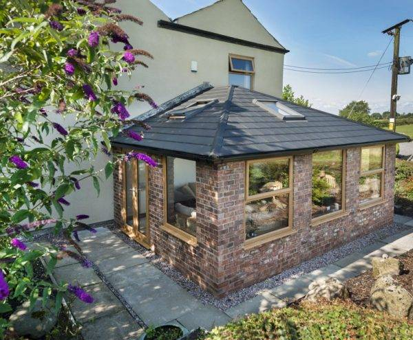 Picture of a WARMroof from the outside